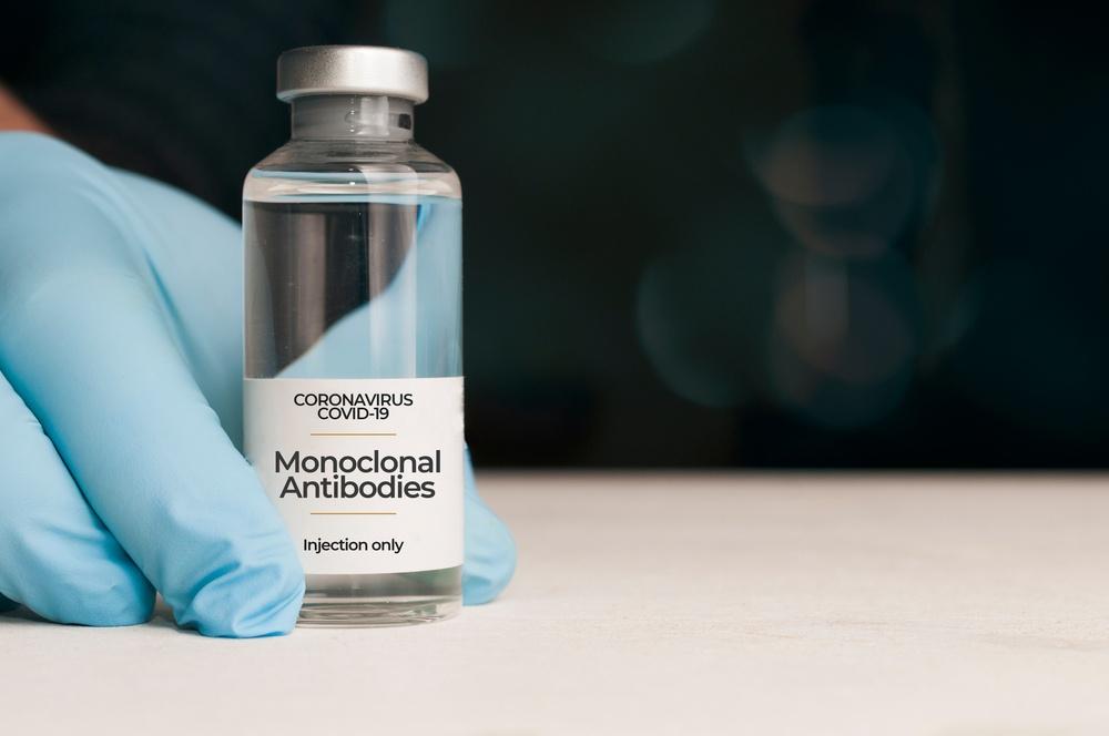 Mελέτη για τα μονοκλωνικά αντισώματα: Ο συνδυασμός τους μειώνει τον κίνδυνο θανάτου σε βαριά ασθενείς