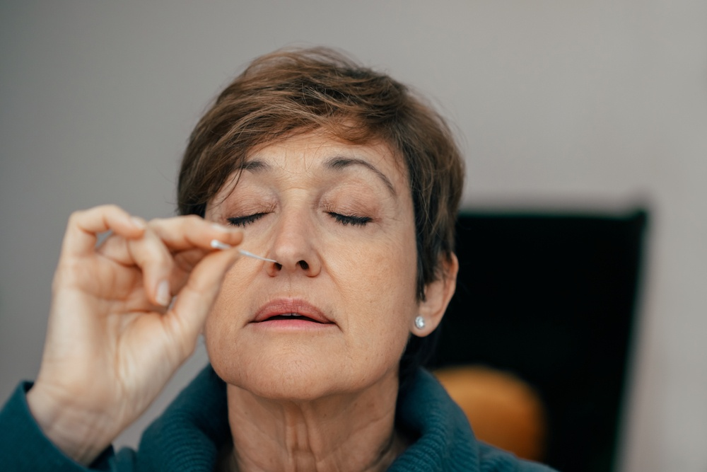 Healthstories-woman-self-test