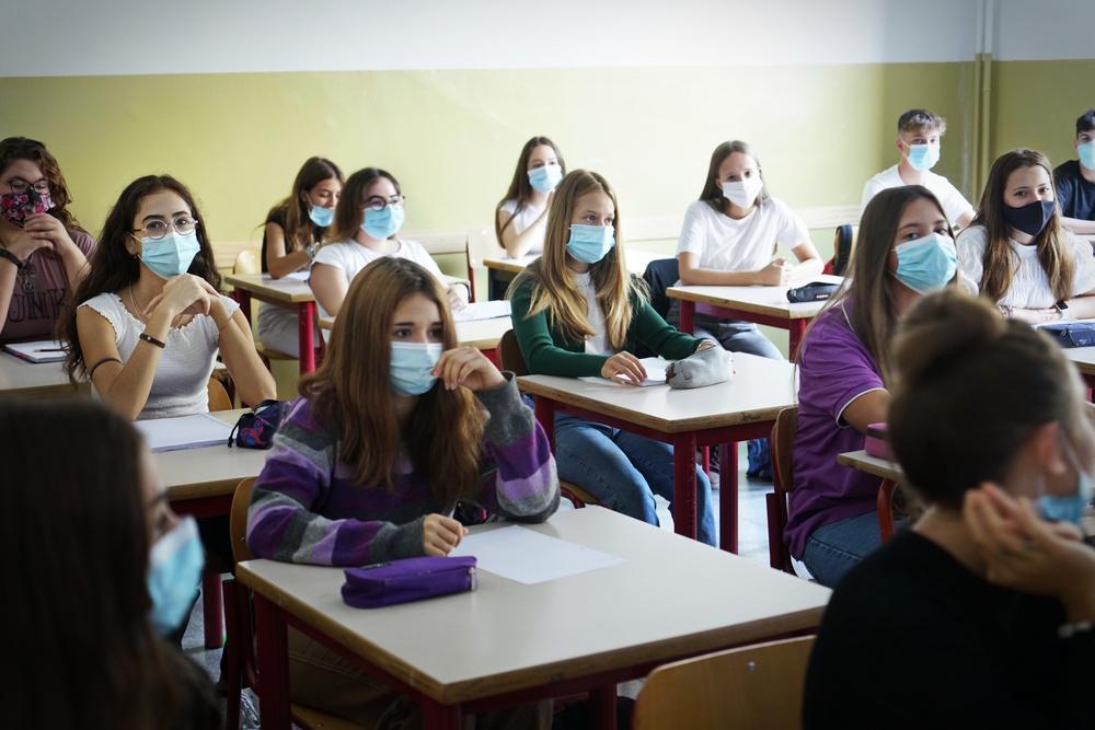 Μείωση των κρουσμάτων κορονοιού στα σχολεία κατα 37% με τη χρήση μάσκας