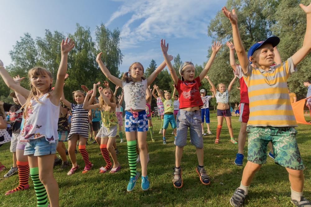 Τουλάχιστον 100 νέα κρούσματα κορονοϊού σε παιδικές κατασκηνώσεις