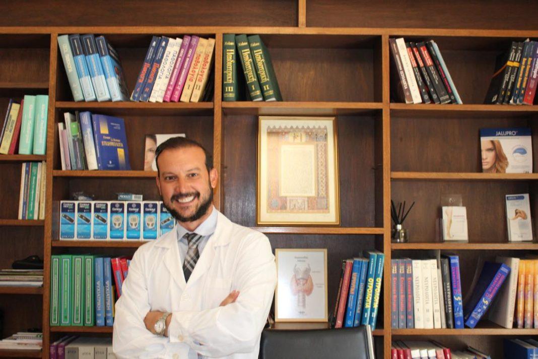 Σε πρώτο πρόσωπο γιατρός με αγκυλοποιητική σπονδυλίτιδα: Δεν βοηθάει να κρατάς κρυφή τη νόσο