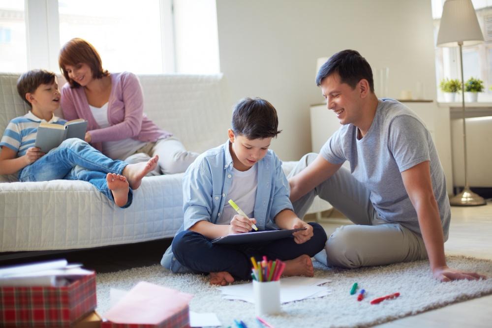 Γονείς, η υπερπροστασία μπορεί να βλάψει τη σωματική και ψυχική υγεία του παιδιού