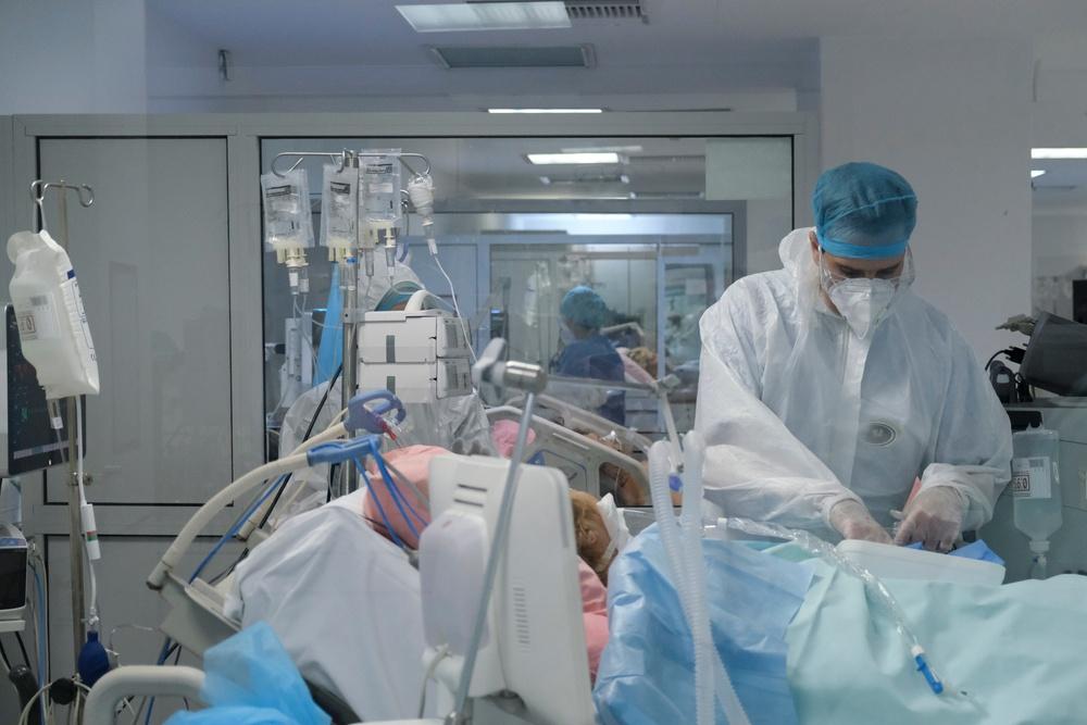 Κατά 15% αυξήθηκαν οι νοσηλείες λόγω COVID-19 - Πώς διαμορφώνεται η κατάσταση